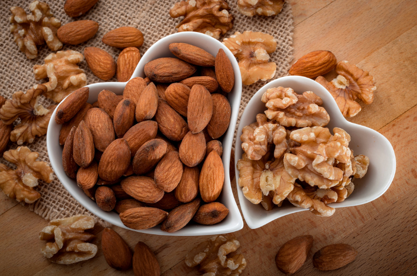 Walnuts vs Almonds, a comparison of their uses and health benefits